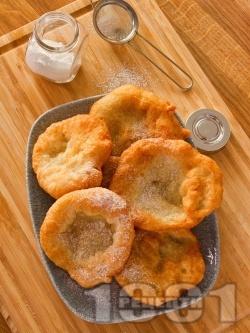 Лесни постни пухкави улични мекици с брашно, вода и жива мая - снимка на рецептата